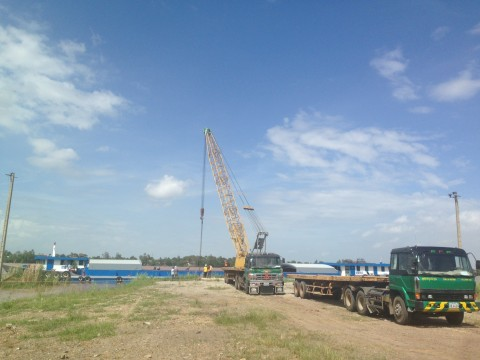 Barge Unloading Operation at Suvannaphum for steel,